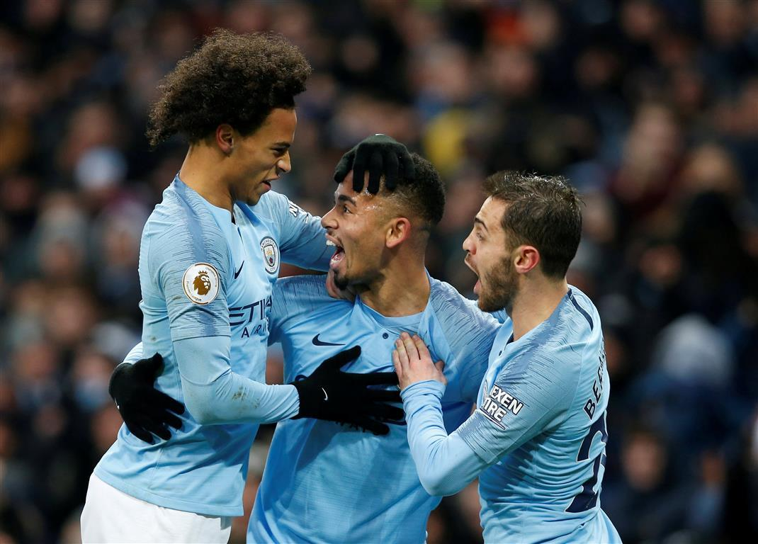 Man City go top with win over Everton