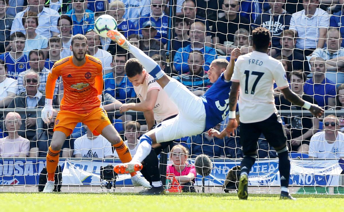 Everton hand Manchester United a 4-0 hammering