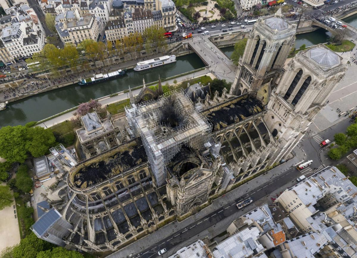 Bells ring in tribute to Notre Dame