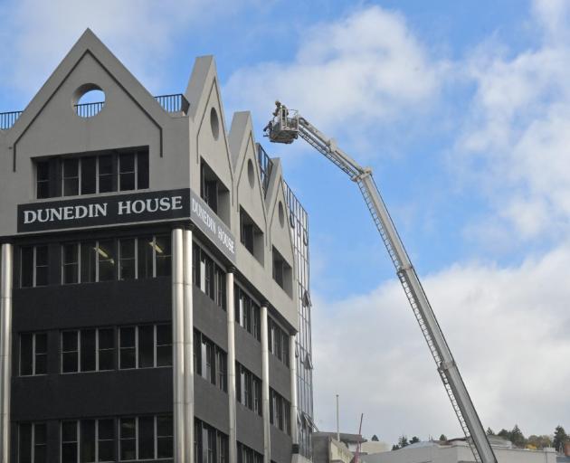 Four suffer smoke inhalation in Dunedin blaze