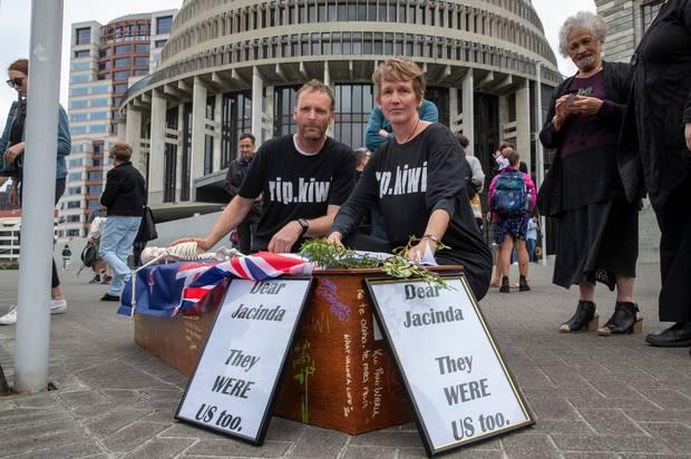 Cycling couple can't lay coffin on Parliament steps