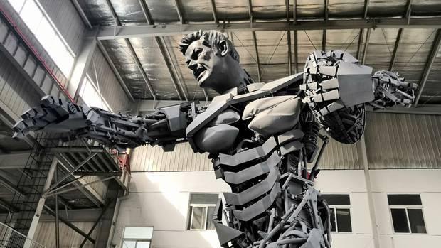 Artist wants NZ home for Richie McCaw sculpture