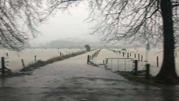Heavy rain, strong winds batter North Island