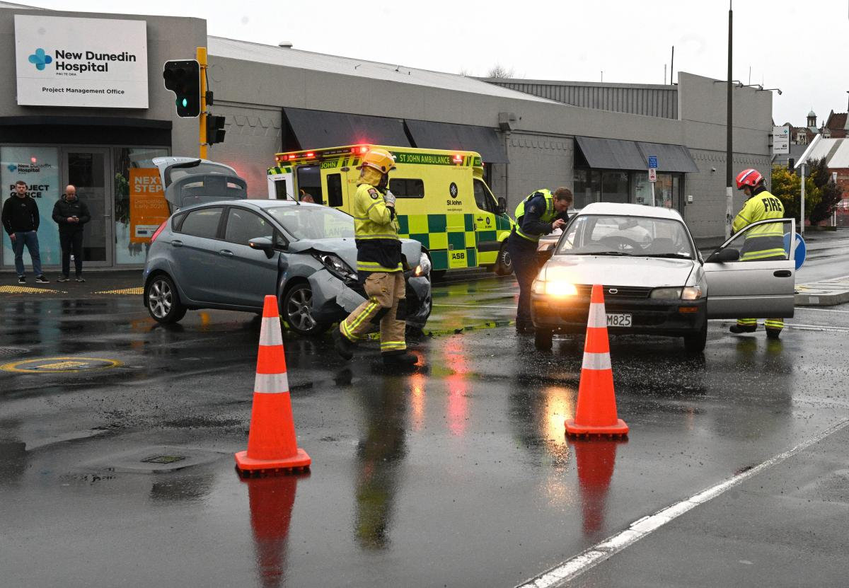 Crash on Dunedin's one-way