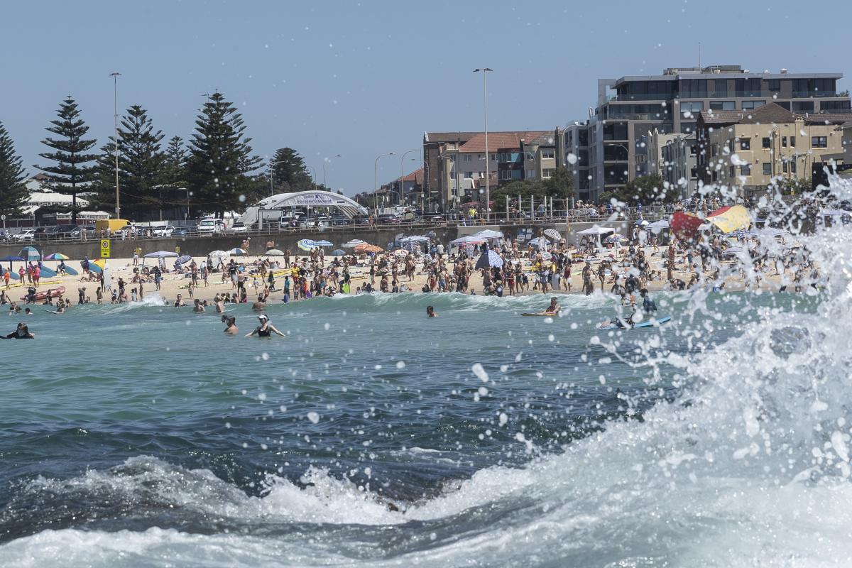 Extreme heatwave hits southeast Australia
