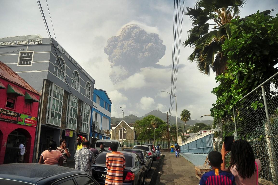 Eruption in Caribbean sparks evacuation 'frenzy'