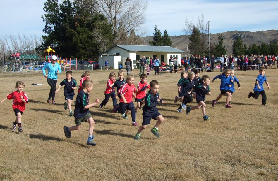 Year 1 pupils set off at a fast pace. Photos by Lynda van Kempen.