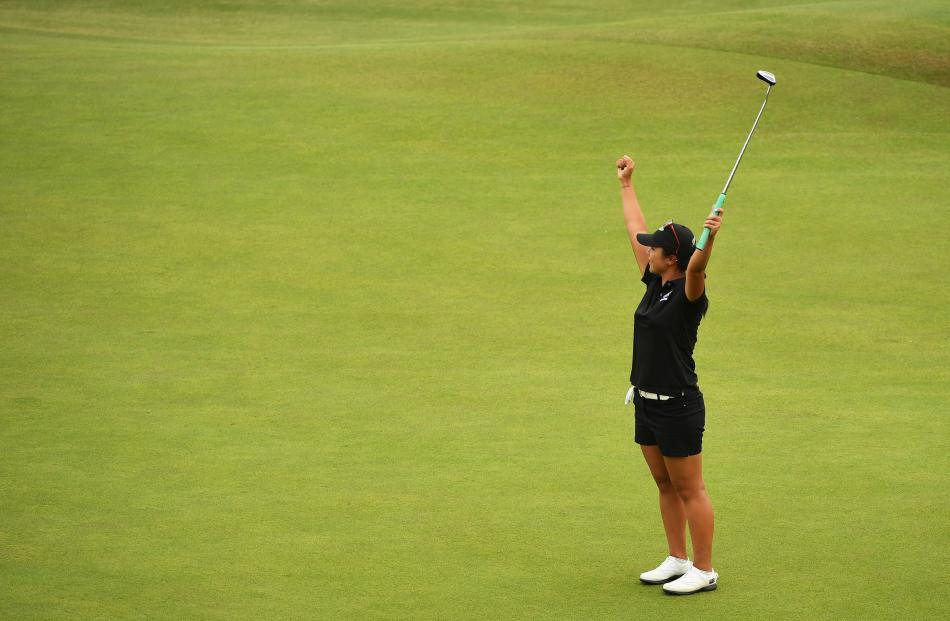 Lydia Ko celebrates after putting for birdie on the 18th green to win the silver. Photo: Getty Images