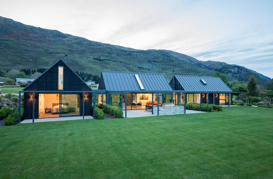 This pavilion-style holiday home has panoramic mountain views. Photos: Simon Darbey/simon...