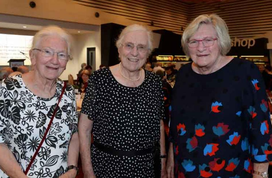 (from left) Catriona Picken of London, Mary Ronnie of Dunedin and Fiona Mackay Picken of London