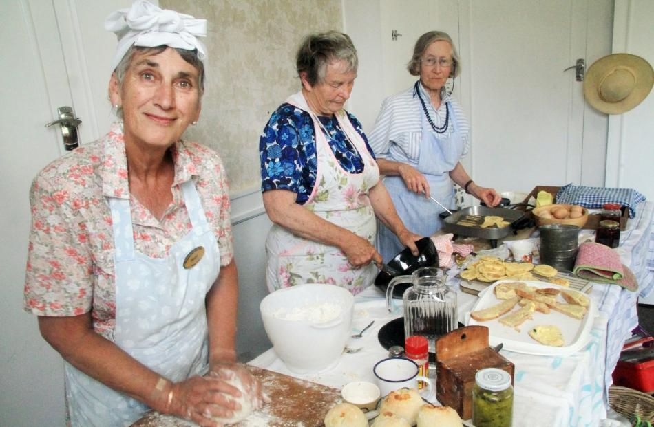 Hazel Poole, of Oamaru, Margaret Jamison, of Totara, and Jill Grenfell, of Oamaru.