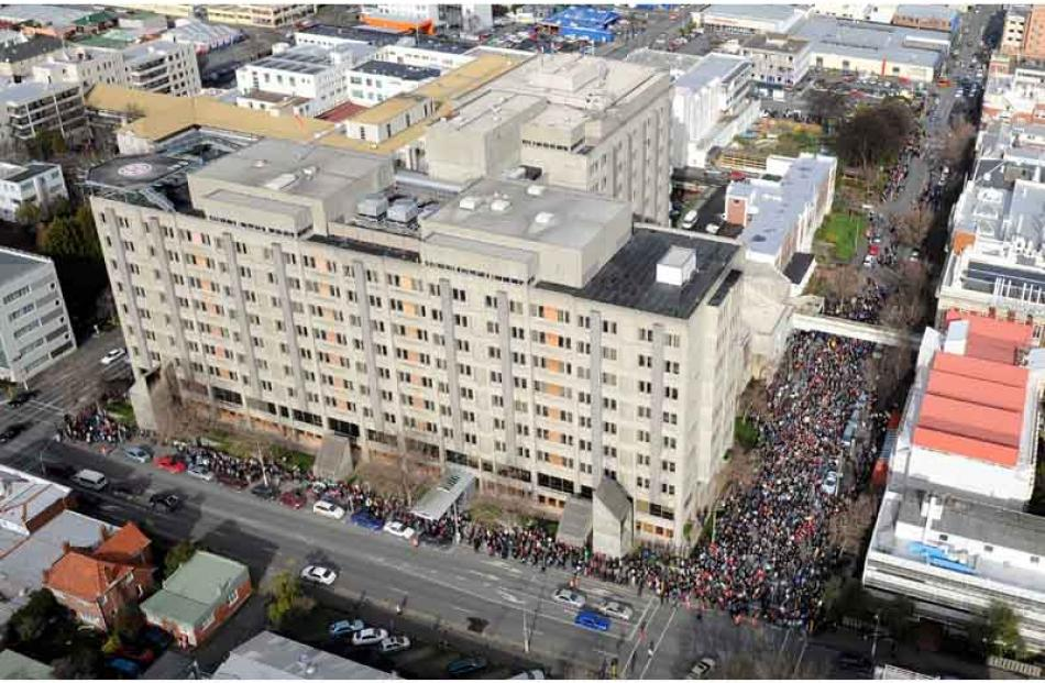Aerial views of the 10,000 neurosurgery marchers. Photo by Stephen Jaquiery.