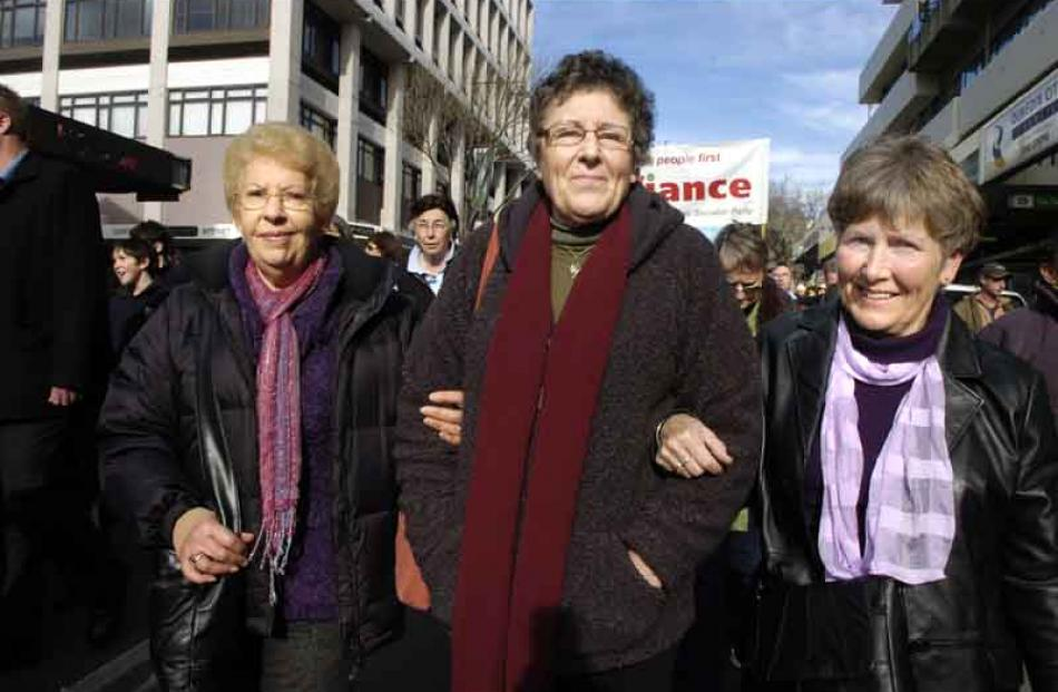 Retired nurses Anne Wolff, Helen Hunt, and Jenny Burbery all of Dunedin. Photo by Jane Dawber.