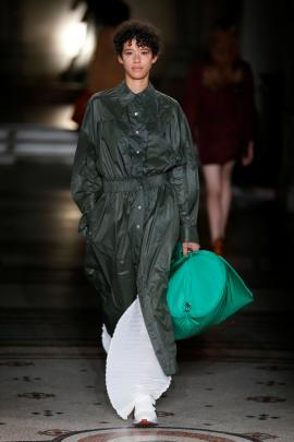 Solid colour tones and oversized bags were featured. Photo: Reuters