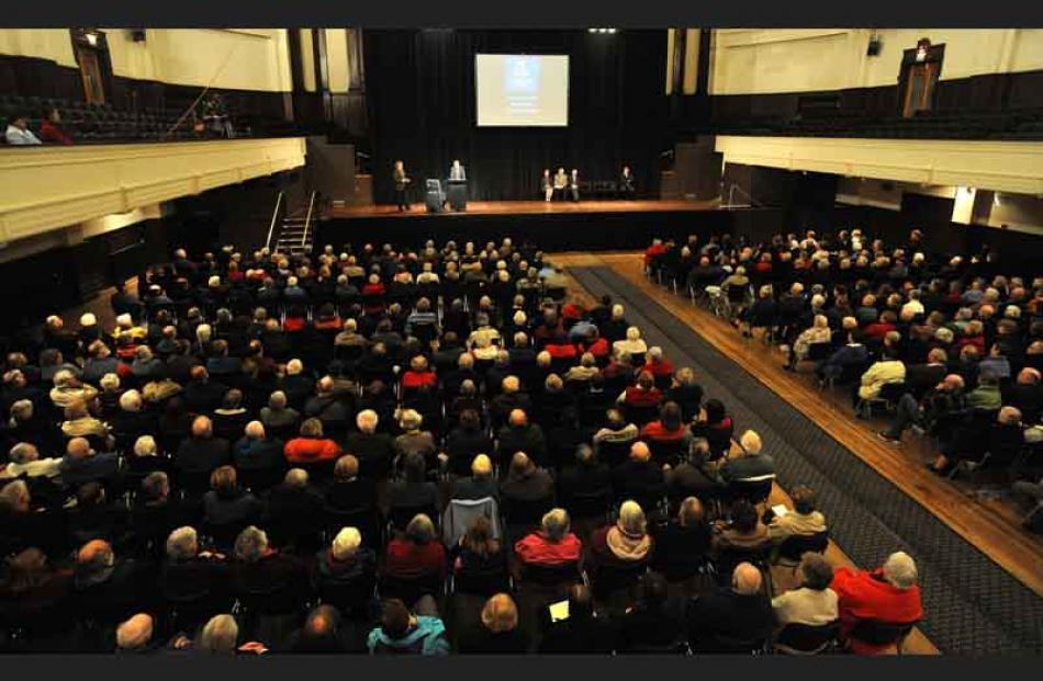'Keep Neurosurgery in Dunedin' campaigner Richard Thomson addresses the crowd.
