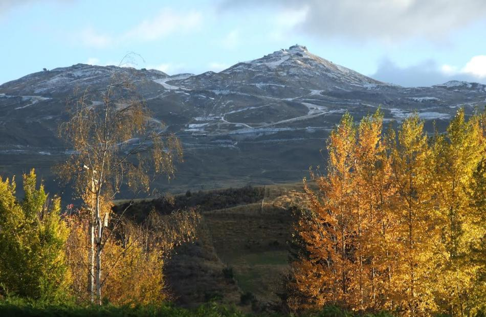 Snow on Coronet Peak near Queenstown this morning. Photo Guy Williams