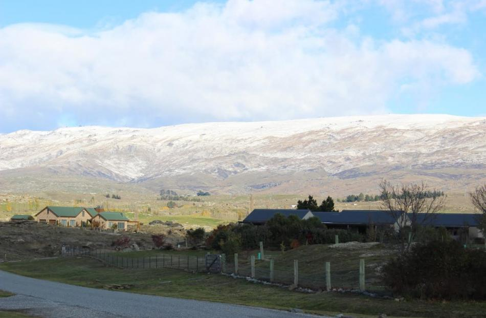 A dusting of snow caps the Old Man Range in Central Otago this morning. Photo Jono Edwards