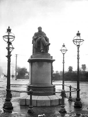 The statue of Dr Stuart on the original plinth. Photo: supplied.
