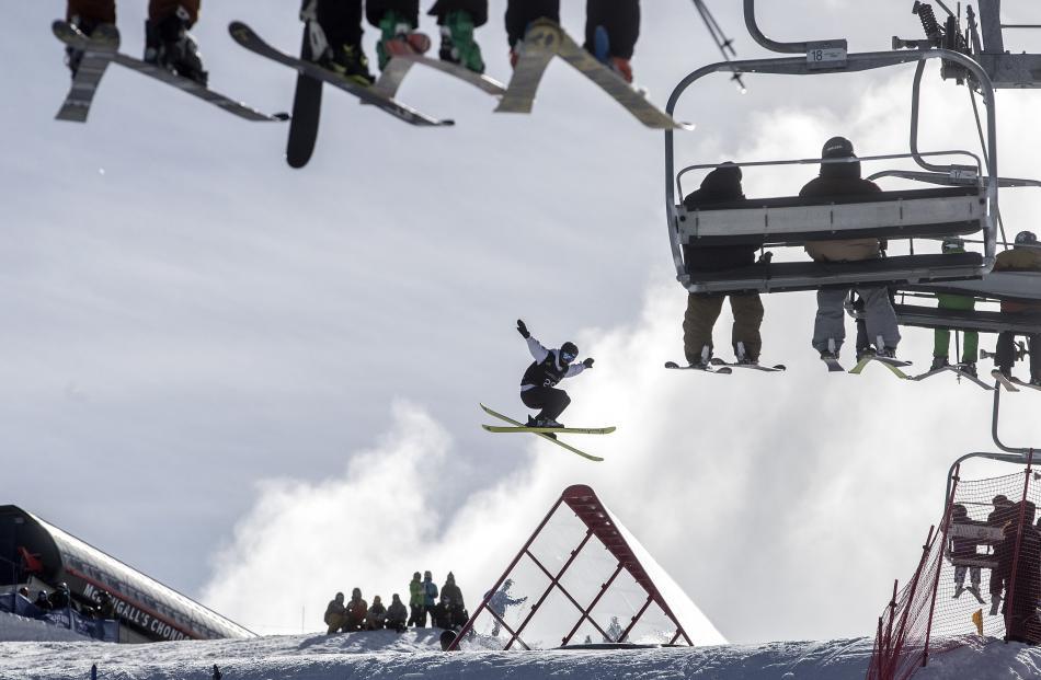 German Kea Kuehnel in slopestyle qualifying at Cardrona. Photo Iain McGregor/NZSki.