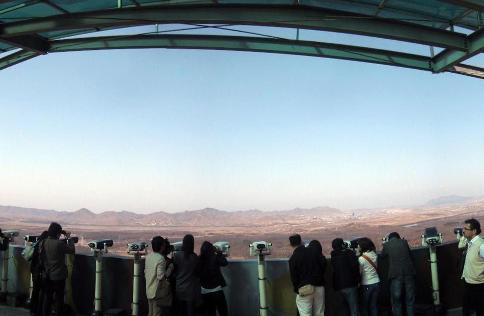 Crowds at Dora Observatory.