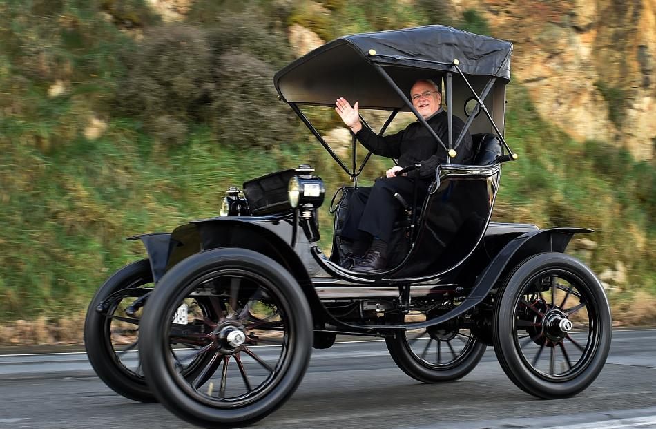 Neville Digby drives his 1904 Baker Electric. Photos: Peter McIntosh.