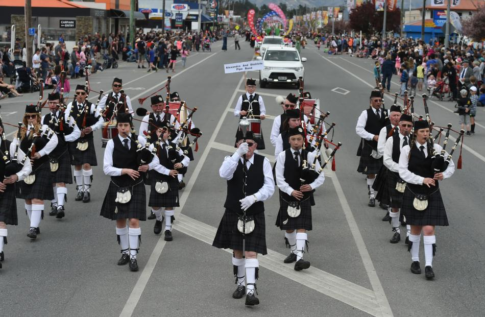 The Alexandra and Districts Pipe Band marches along Centennial Ave.