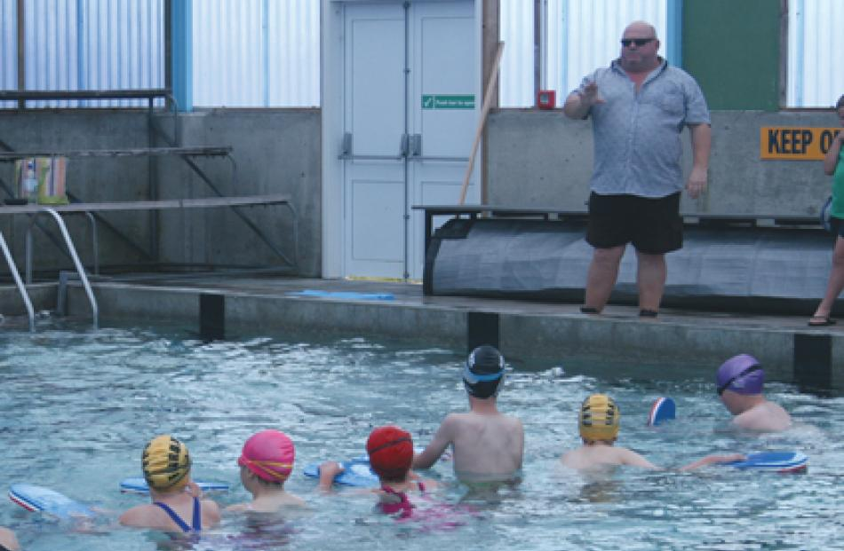 Graeme Laing coaching a session for 10- to 11-year-olds.