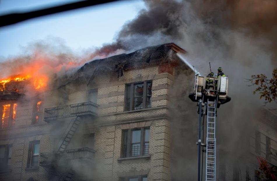 Hamilton Heights fire engulfs roof of apartment building