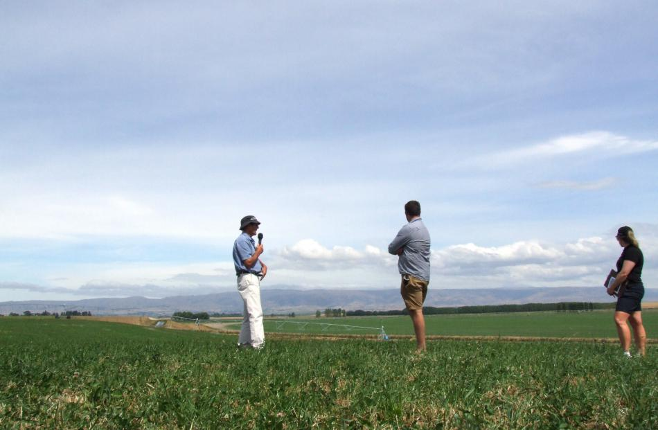Allan Paterson (left), Simon Paterson and Beef+Lamb New Zealand southern South Island extension...