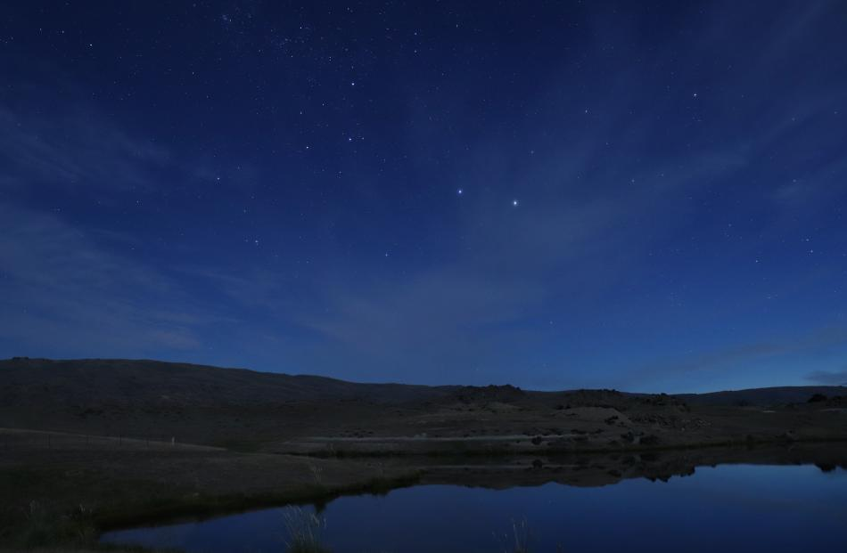 View from Paerau looking south over the Rock and Pillar Range towards Dunedin about 11.30pm on December 28, showing Southern Cross upside-down at this time of year and the Pointers, Hadar (Beta Centauri) and Rigil (Alpha Centauri). Photo: Lee Hart