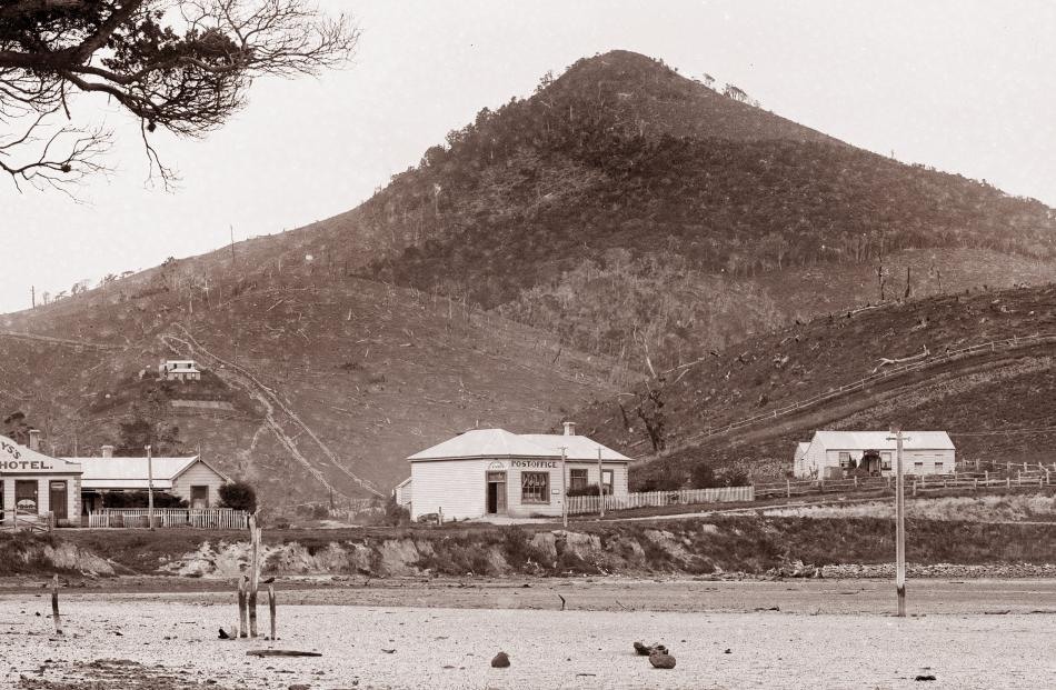 """From the Lime Works to Coney's Hotel at Portobello took rather less than an hour of easy walking, and on arrival there found the excursionists gathering.'' Portobello, Dunedin, by Burton Brothers studio. Photo: Te Papa (C.011778)"