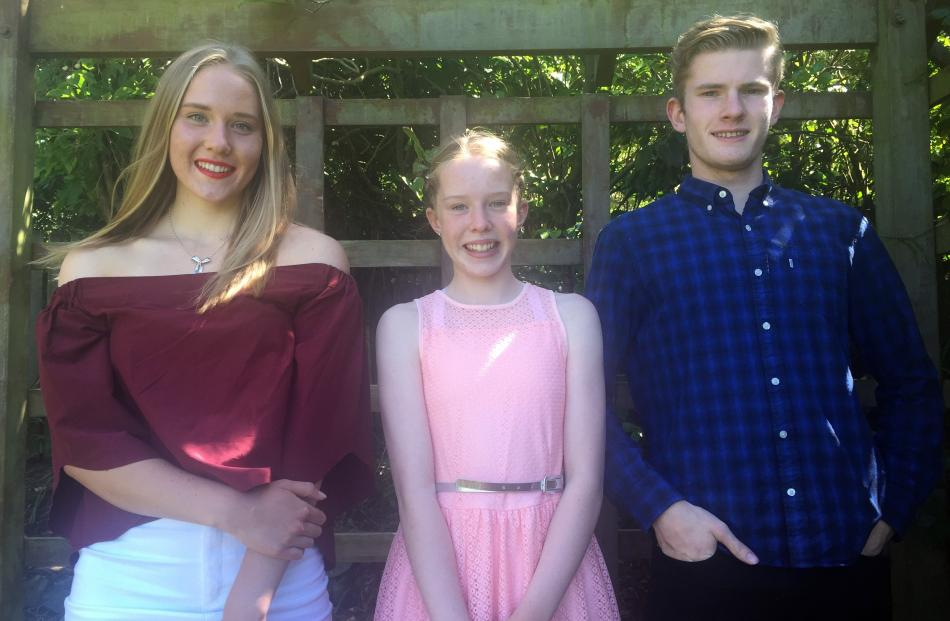 Enjoying their Christmas Day in Bluff at Patsy and Granddad's are (from left) Cecilia (16), Ella Rose (12) and Shannon (18) Crooks. Photo: Desiree Crooks