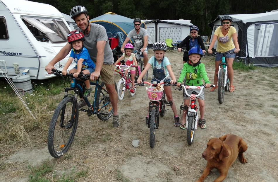 Chase (3), Andrew and Jenna (5) Geddes, Aidan, Imogen (10), Michelle and Couper (7) Foster,...