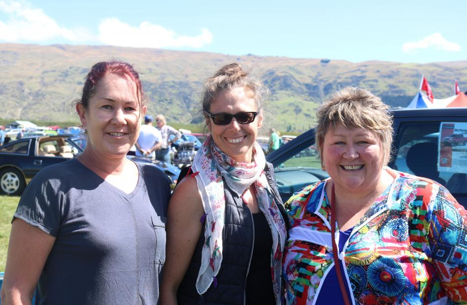 Jo McRobbie, of Middlemarch, Vauna Turner, of Ettrick, and Lynn MacLean, of Gore.