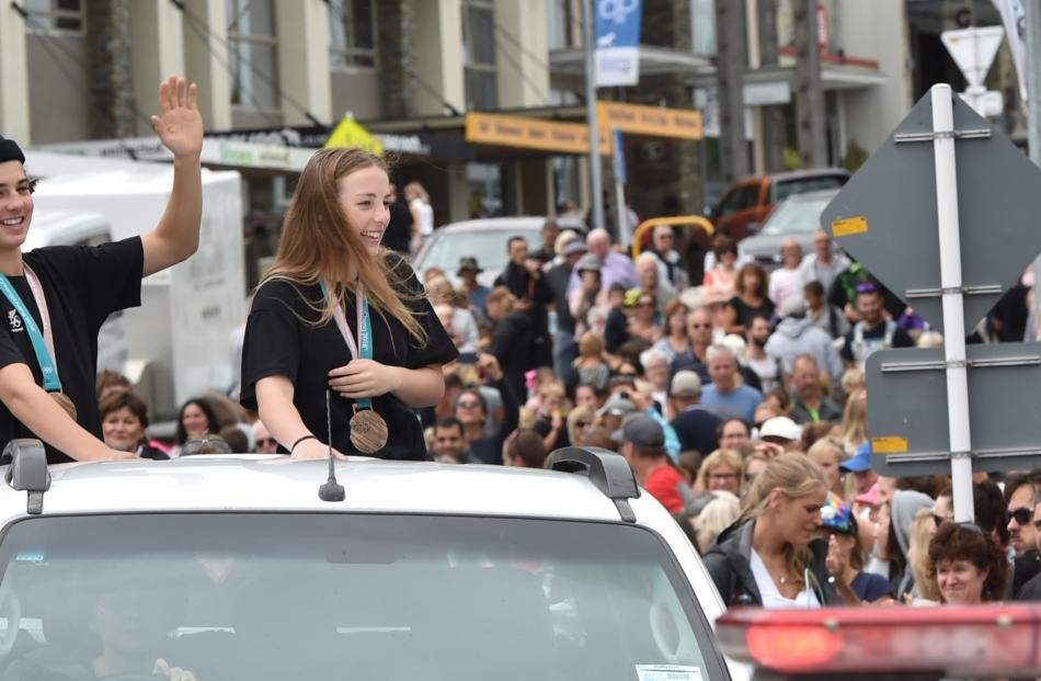 More than 1000 people lined the streets of Wanaka to celebrate the pair's success in Korea.