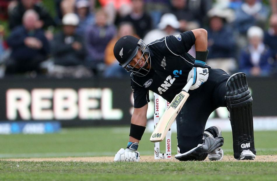 Ross Taylor played through the pain to get New Zealand home over England. Photo: Getty Images