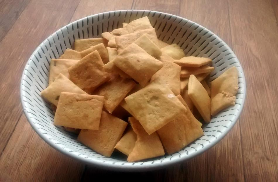 Easy home-made crackers, an alternative to Shapes.