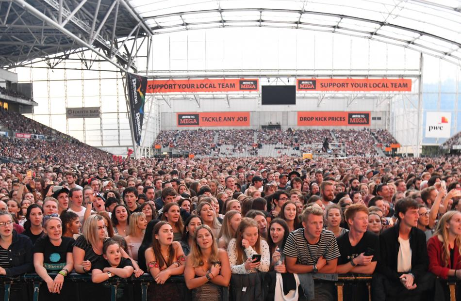 A large crowd eagerly awaits the singer on Thursday  night. Photo: Craig Baxter