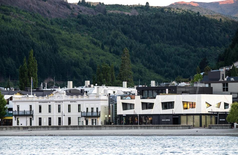Eichardt's II, by Wyatt & Gray Architects, Queenstown. Photo: Marian Matthews