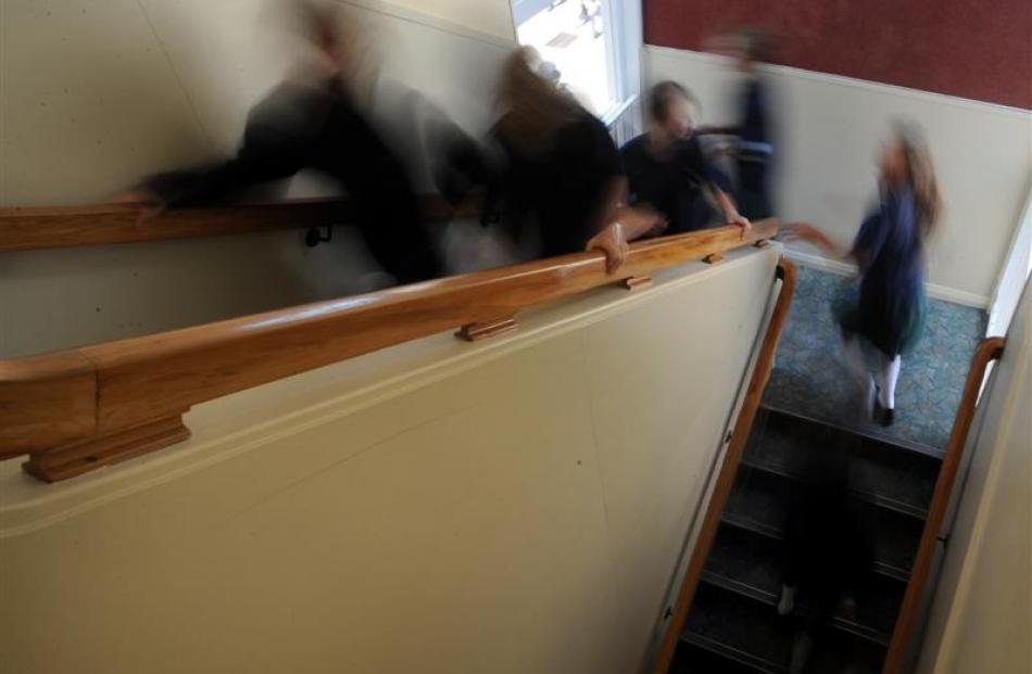 Tahuna pupils rush back to class.