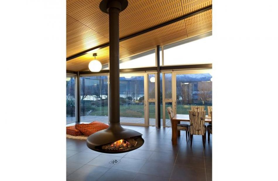 The Gyrofocus fireplace, created in France in the 1960s, is a design classic.