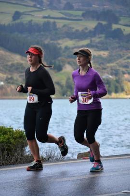 Full Marathon runners, running alongside the picturesque Otago Harbour for the first 30km.