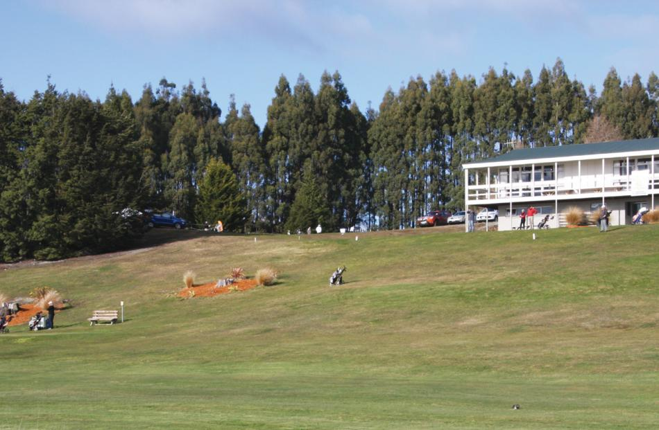 Te Anau Golf Club Clubhouse with Hole 1 in the foreground.