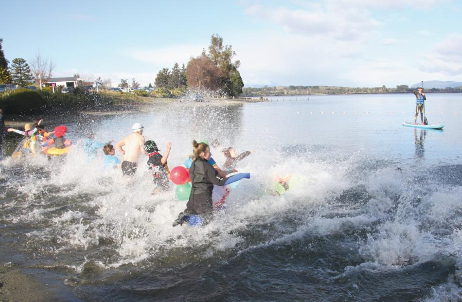 Big splash when plungers took to the chilly Lake Te Anau.