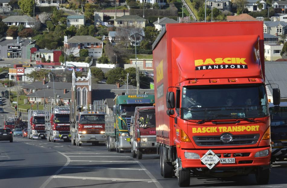 The  convoy  grinds up Taieri Rd towards Three Mile Hill.
