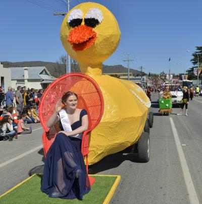 The Alexandra Men's Shed float ''The Wobbly Ducks'' with Princess Susannah Rendall.