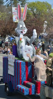 The Combined Lions Clubs of Alexandra & Clyde float ''Rabbits Reprieve'' with Princess Hayley Rubie.