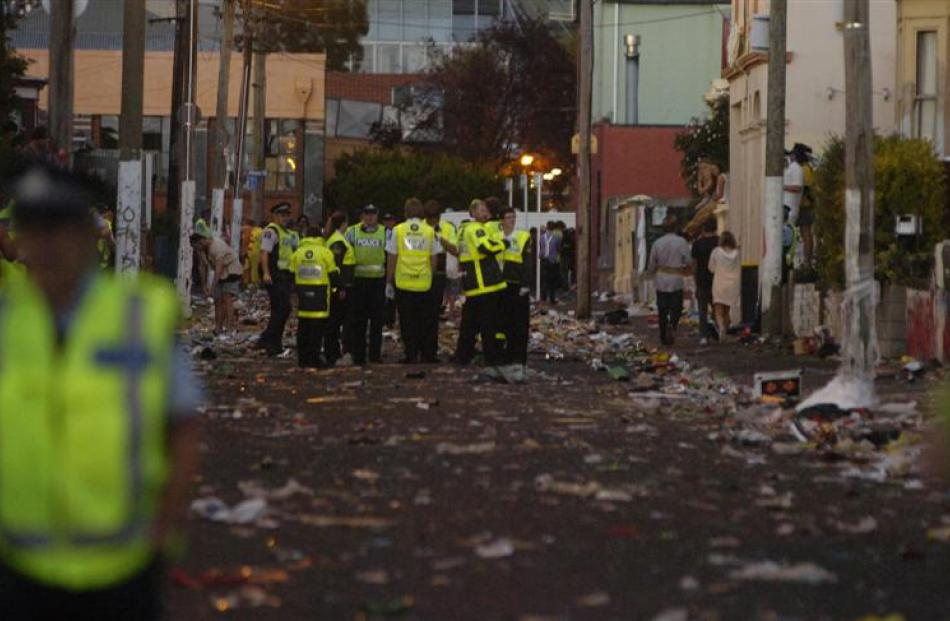 <b>8pm:</b> Dunedin police secure Hyde St and keep revellers out.