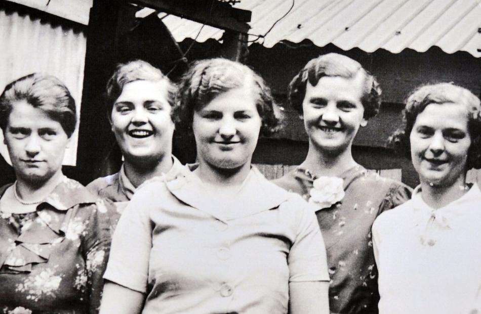 The Holt sisters photographed some years later (from left) Ruby, Isy, Edna, Phyllis and Nellie.
