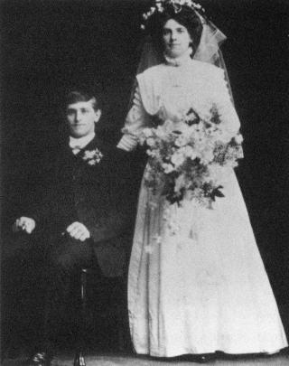 Wedding photo of Tom and Annie Holt.